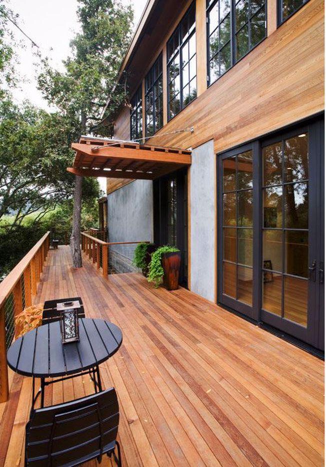 Porque se usa o óleo deck  em vez dum verniz convencional em madeiras exteriores?