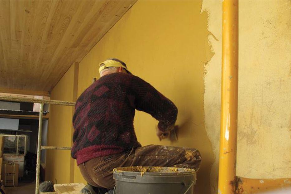 Argamassa ecológica - Aplicação do reboco de acabamento de argila